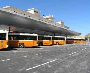 Öffentliche Busse am Busbahnhof