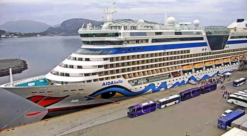 AIDAbella im Hafen