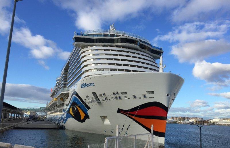 AIDAnova am Malaga Cruise Terminal
