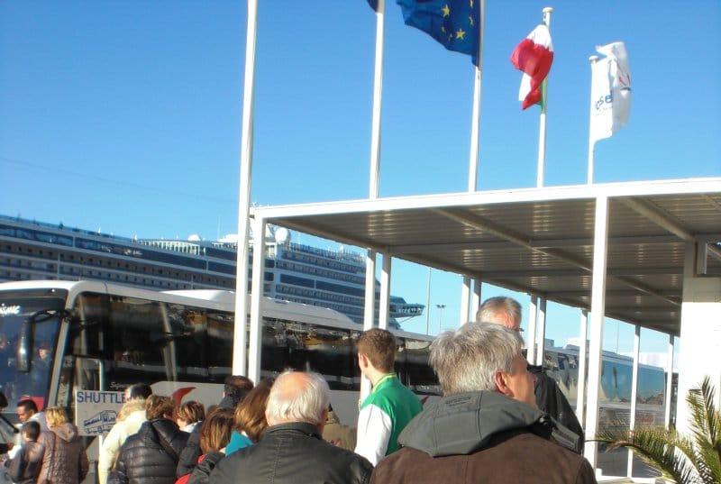 Shuttlebus am Marseille Cruise Terminal