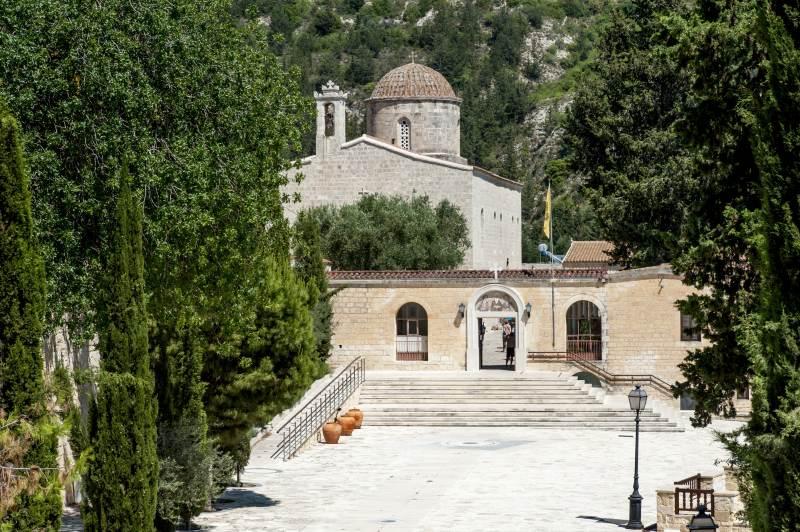Berge, Dörfer, Kirchen und Klöster