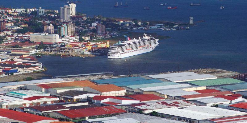 Blick über Stadt und Hafen