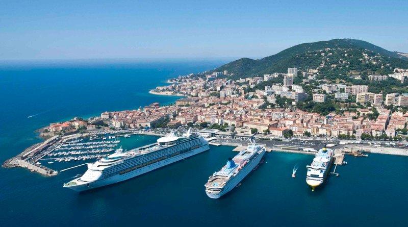 Blick auf Hafen und Stadt