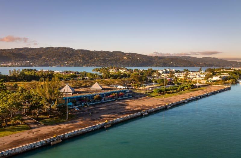 Blick auf das Kreuzfahrt-Terminal von Montego Bay