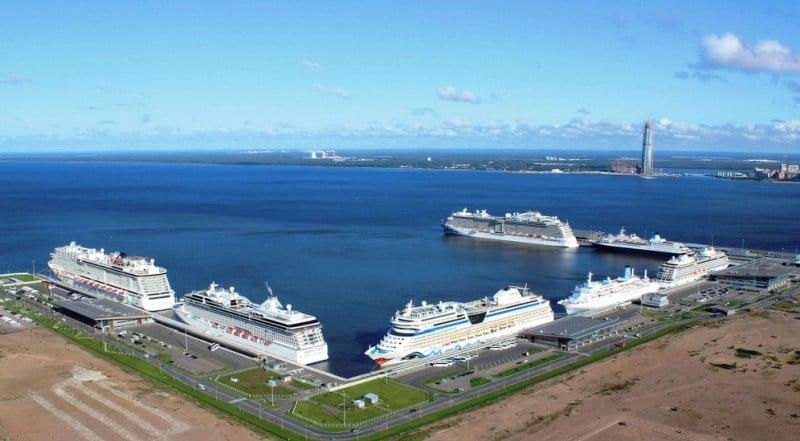 Blick auf den Kreuzfahrthafen von Sankt Petersburg