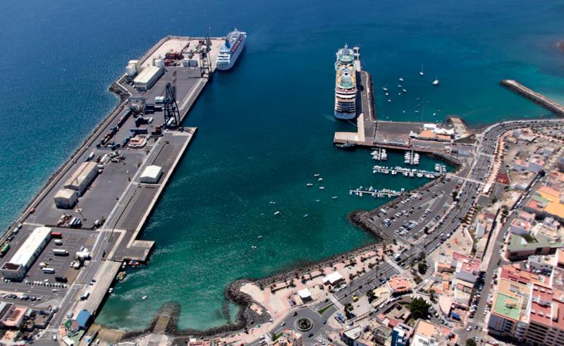 Blick auf den Kreuzfahrthafen