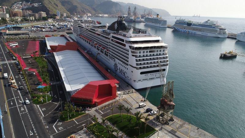 Blick auf den Hafen - Canary Ports