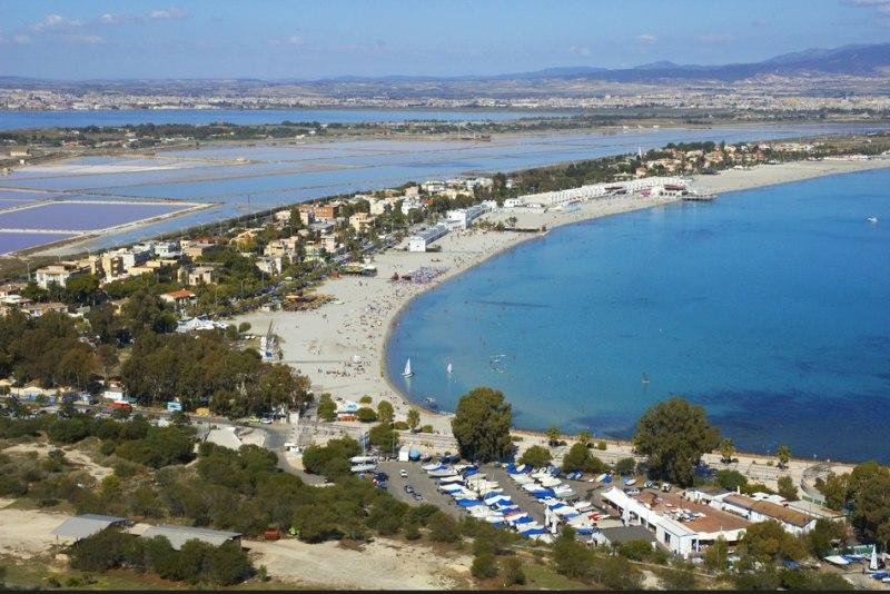 Aussicht vom Sella di Diavolo auf den Poetto Strand