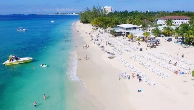 Der Royal Palms Beach Club kann in Grand Cayman auf eigene Faust besucht werden.