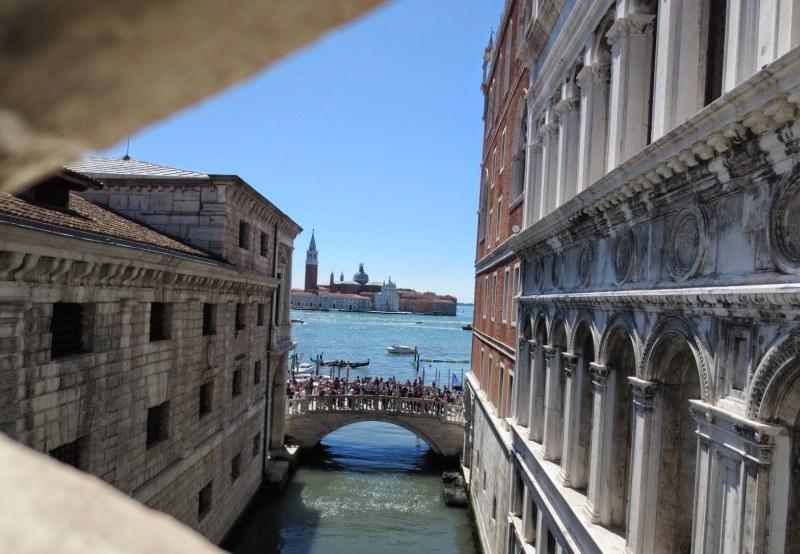 Blick aus der Seufzerbrücke
