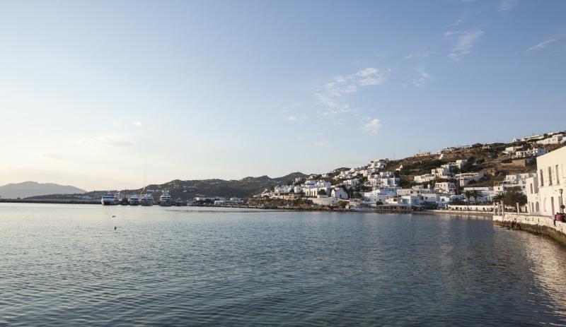 Blick in Richtung Hafen in Tourlos