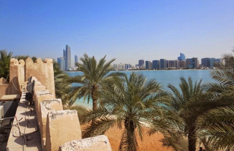 Blick vom Heritage Village auf Abu Dhabi