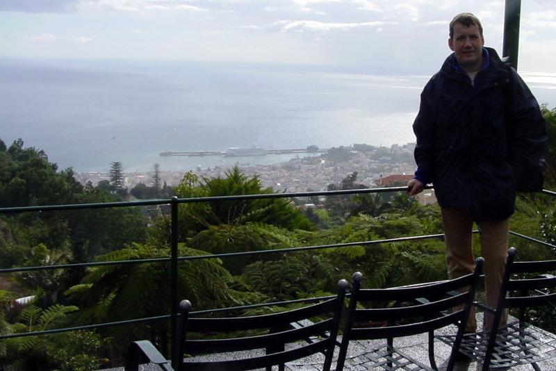 Blick vom Jardim Tropical Monte Palace auf den Hafen