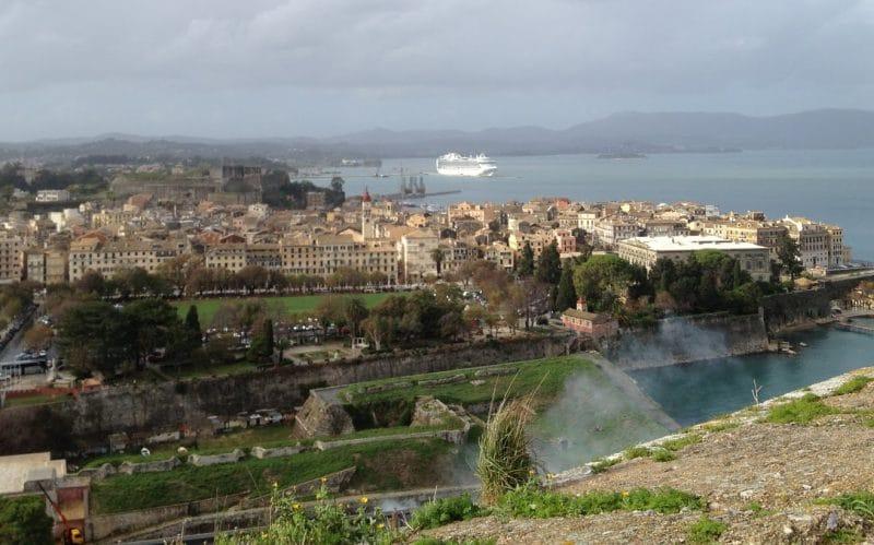 Blick von der alten venezianischen Festung in Korfu-Stadt