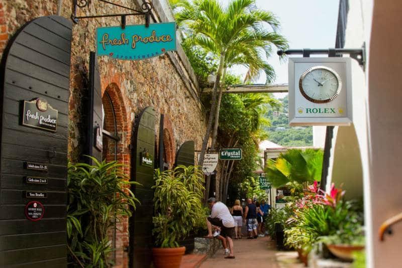 Charlotte Amalie ist einer der beliebten Kreuzfahrt Reiseziele in der Karibik