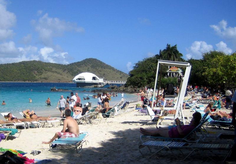Blick vom Coki Beach auf den Coral World Ocean Park