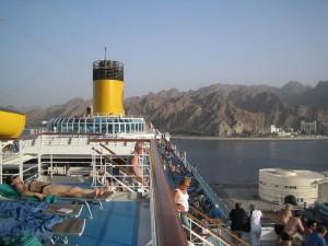 Costa Favolosa im Hafen Mina Qaboos