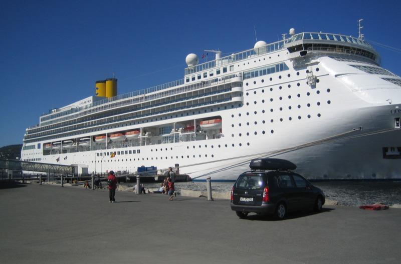 Costa Victoria am Turistskipskaia (Kai 68)