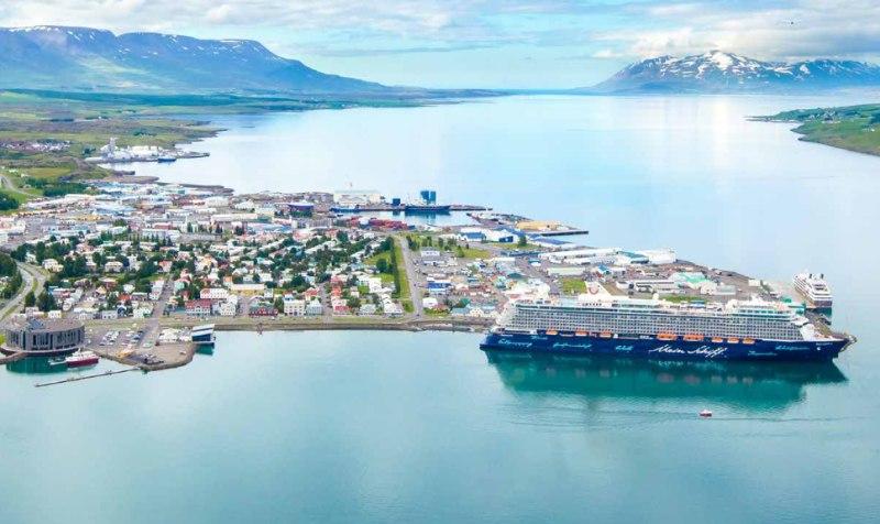 Blick auf den Hafen aus der Luft
