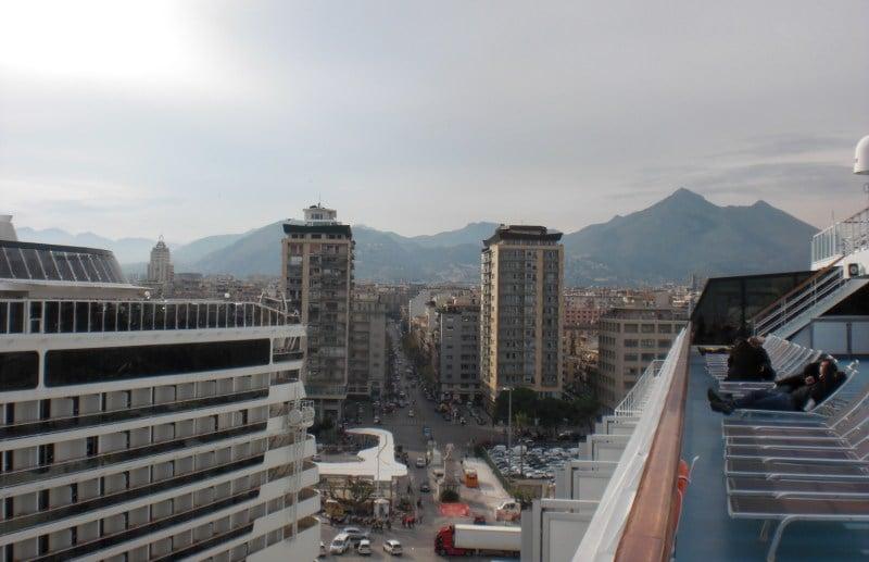 Der Kreuzfahrthafen vo Palermo