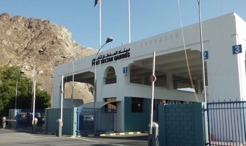 Landausflüge in Muscat beginnen im Shuttlebus zum Hafenausgang