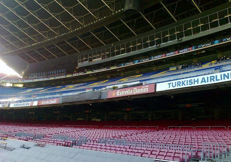 Die Haupttribüne im Camp Nou