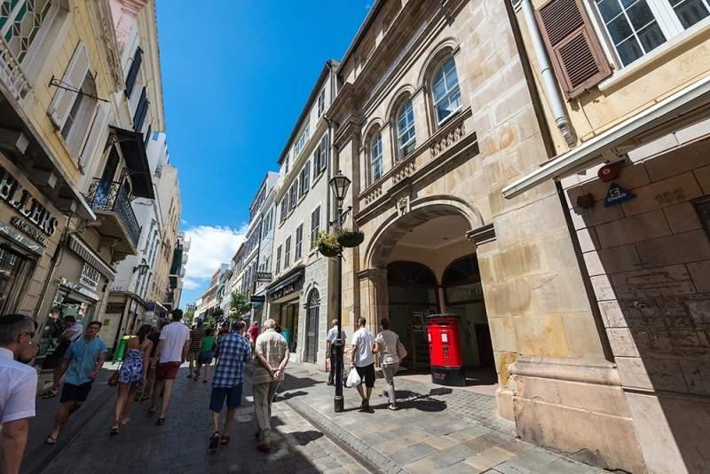 Die Mainstreet in Gibraltar auf eigene Faust ablaufen