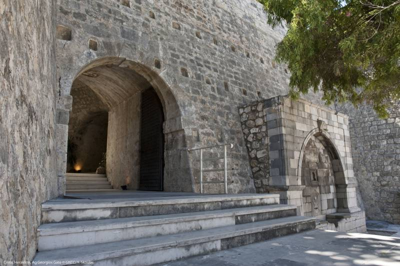 Die Stadtmauer von Heraklion auf eigene Faust erkunden
