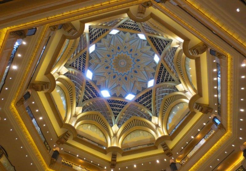 Die große Kuppel im Emirates Palace Hotel