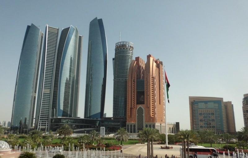 Blick vom Emirate Palace zu den Etihad Towers