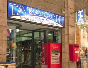 Fahrkarten gibt es im Tabacchi