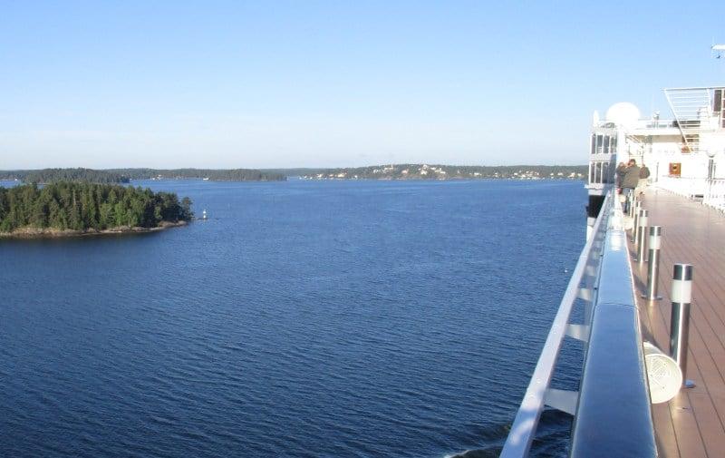 Fahrt durch die Schären vor Stockholm
