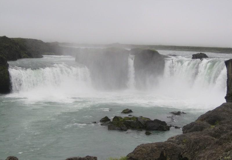 Der Godafoss-Wasserfall ist das beliebteste Ziel für Landausflüge in Akureyri