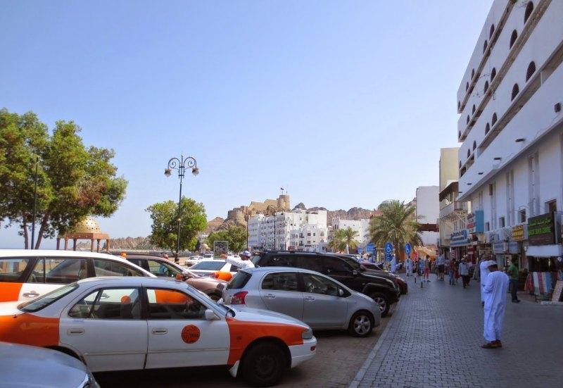 Muscat auf eigene Faust mit einem Taxi