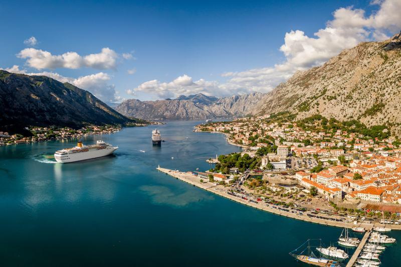 Kreuzfahrtschiffe vor Kotor