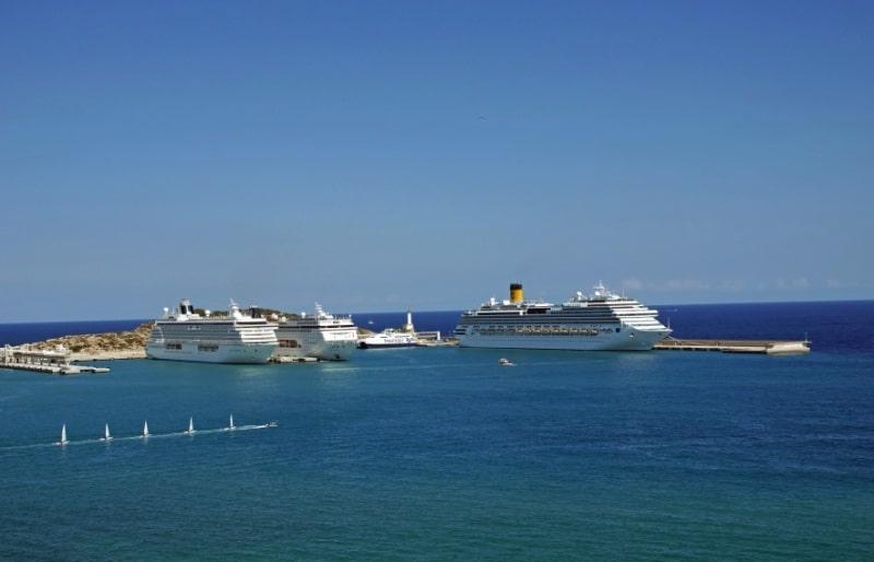 Kreuzfahrtschiffe in Ibiza