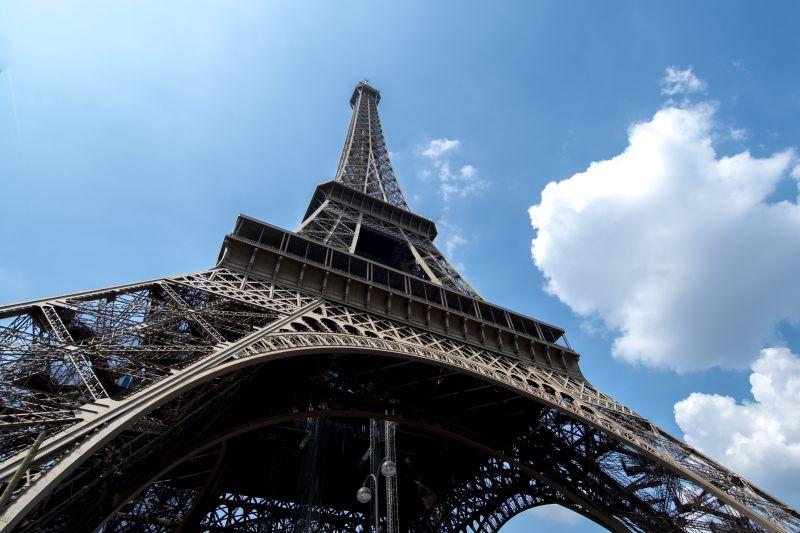 Paris ist weit aber erreichbar