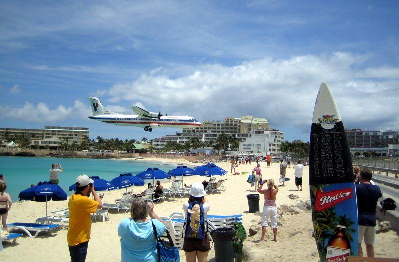 Der Maho Beach ist häufiges Zie von Landausflügen auf St. Maarten