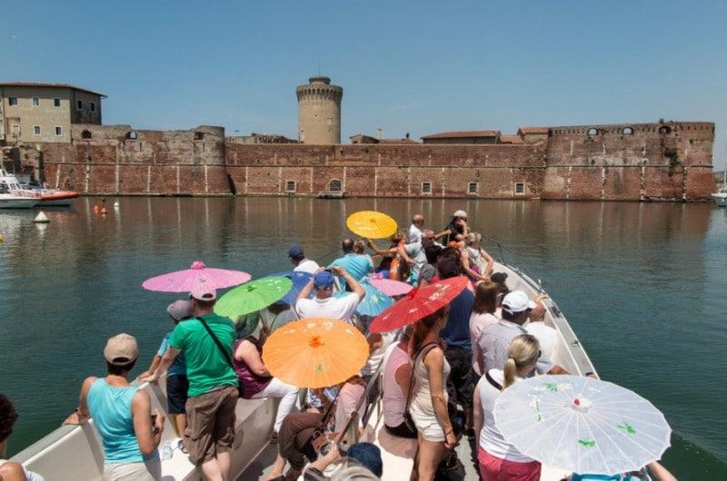 Livorno auf eigene Faust mit einem Boot erkunden
