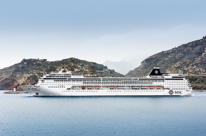 MSC Armonia sticht in See