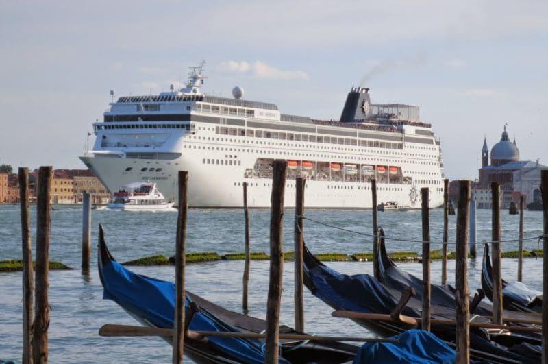 MSC Armonia verläßt Venedig