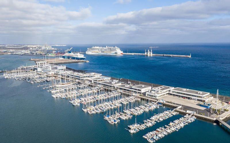 Blick auf den Kreuzfahrthafen von Arrecife