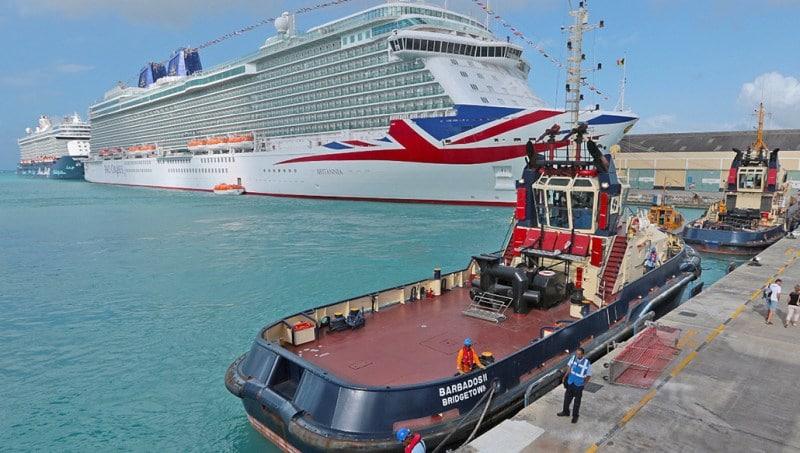 Kreuzfahrtschiffe im Hafen von Bridgetown auf Barbados
