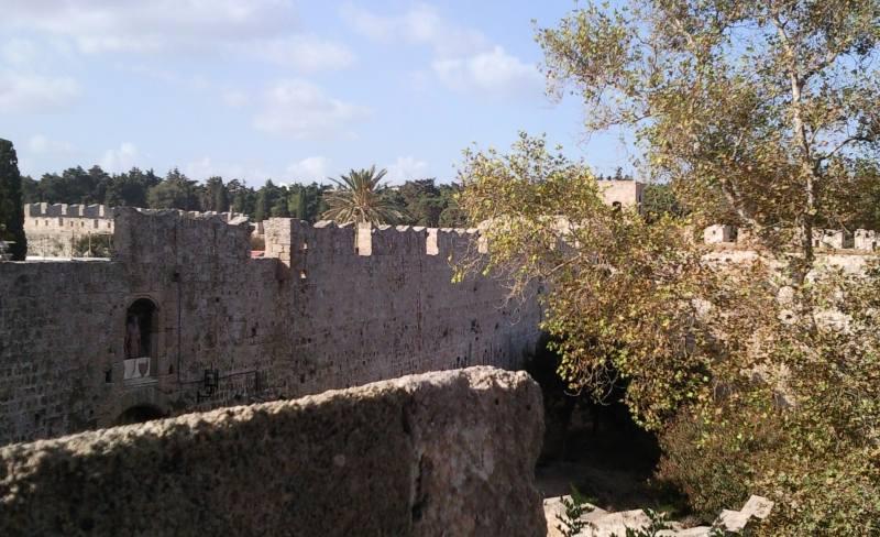 Mächtige Stadtmauern umgeben die Altstadt