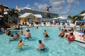 Strand und Pool im Cruise Center